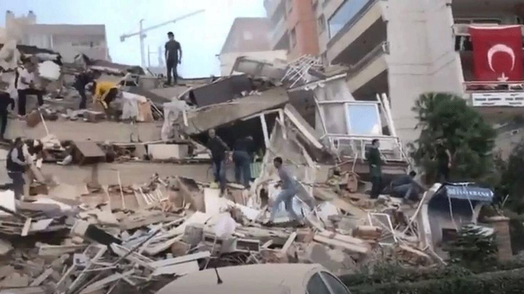 Σεισμός στη Σάμο: Καταρρεύσεις κτηρίων στην Τουρκία