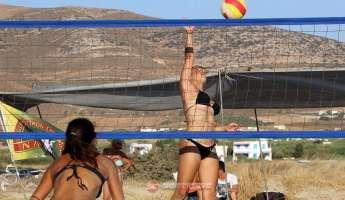 Διχάζει το μπικίνι στο πρώτο τουρνουά beach volley γυναικών στην Ντόχα