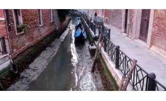«Στέρεψαν» τα κανάλια της Βενετίας [pics]